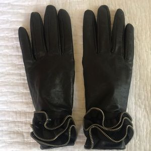 Massimo Black Leather Gloves w Ruffle
